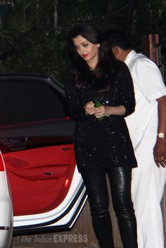 "Boolywood to party at Ranbir and Katrina's apartment. Most Rumoured couple of bollywood Ranbir Kapoor and Katrina Kaif recently moved into a swanky, sea-facing apartment in Bandra and now the buzz is that they threw an intimate house-warming party for their Bollywood friends on Sunday night. A source says, ""Ranbir Kapoor and Katrina Kaif had decided to move in together some time ago. However, due to his father, Rishi Kapoor's illness, Ranbir had been staying at his Krishna Raj bungalow. With…"