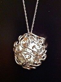 DIY: Bird Nest Mess Wire Wrapped Marble  http://www.cutoutandkeep.net/projects/bird-nest-mess-wire-wrapped-marble