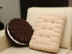 Cute Pillows, Diy Pillows, Throw Pillows, Handmade Pillows, Decorative Pillows, Oreo, Felt Crafts, Diy And Crafts, Diy Home Decor
