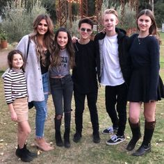 Happy bday Annie❤: Ways To Gucci. Who says you can't wear spanking-white Gucci sneakers with a spangled evening gown? Julianna Grace Leblanc, Hayley Leblanc, Paige Danielle, Hayley Paige, Brooke Butler, Annie Leblanc Outfits, Rock Your Hair, Annie And Hayden, Hayden Summerall