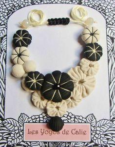 ♥ DOMINO ♥ Collier yoyos fleurs potirons noir blanc cassé - Les Yoyos de Calie