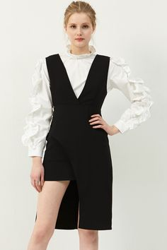 Susan Sleeveless Dress Discover the latest fashion trends online at storets.com #sleevelelessdress #blackdress #unbalncedress