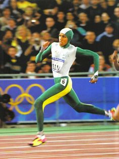 2000 _ Cathy Freeman, carrying the entire population of Australia on her shoulders, wins gold at the 2000 Sydney games. Olympic Flame, Olympic Sports, Throw Like A Girl, Girls Be Like, Long Jump, High Jump, Australia Olympics, Sydney Australia, Triple Jump