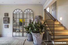 Vestíbulo: Pasillo, hall y escaleras de estilo Moderno por MARIANGEL COGHLAN