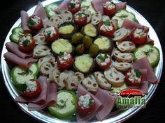 Aperitive reci - idei de platouri aperitive Caprese Salad, Pasta Salad, Food Design, Veggies, Appetizers, Garnishing, Snacks, Cake, Ethnic Recipes