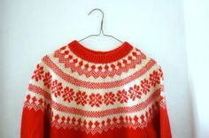 Vintage Norwegian Knit Snowflake Sweater by OccultationVintage Vogue Knitting, Hand Knitting, Norwegian Knitting, Knit Crochet, Crochet Sweaters, Fair Isle Pattern, Knitwear Fashion, Fair Isle Knitting, Knitting Patterns