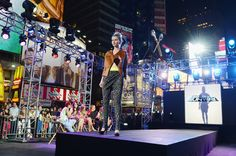 Heidi Klum Photo - Project Runway 10th Anniversary NY Times Square Outdoor Runway Event