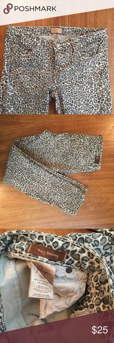 PAIGE PEG SKINNY CHEETAH PRINT JEANS SIZE 29 Reposh.   Worn, but lots of life left.  No stains or tears.  Stretch jeans.  Very comfy, just too big for me. Paige Jeans Jeans Skinny