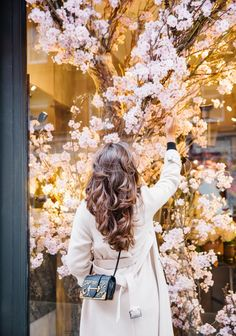Coffee 'n' Books - The Londoner Luxury Tumblr, Luxury Flowers, Glamour, Coffee And Books, Creative Portraits, Girls Dp, Strike A Pose, Months In A Year, Pretty Hairstyles