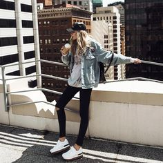 I think this is the best way to do a denim jacket, with black leggings. I think that the big top helps too. I really do like this whole outfit.