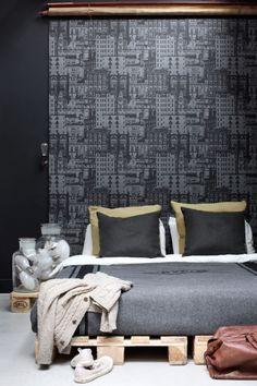 Inspirerande sovrum med tapet från kollektionen Vintage Rules 138227. Klicka för att se fler tapeter för ditt hem!