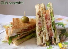 Club sandwich (ricetta americana). Ricetta del più famoso panino americano: il club sandwich o clubhouse sandwich con bacon, tacchino, insalata, pomodoro #sandwiches