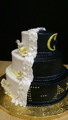half traditional batman wedding cake 1000 images about wedding cakes on brides 15053