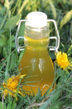Sirop fleur de pissenlit Juice Drinks, Fruit Juice, Beer Opener, Edible Flowers, Tupperware, Dandelion, Cocktails, Chutney, Food And Drink