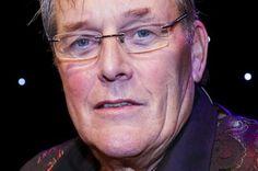 Pianist en componist Martin van Dijk uit Klazienaveen is gisteren in zijn woonplaats Amsterdam overleden. Eerder dit jaar werd bekend dat hij kanker had.