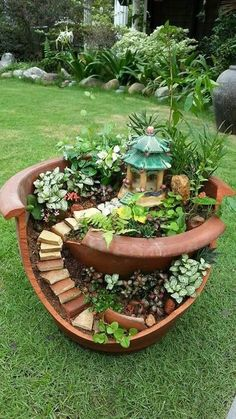 Have you ever seen a fairy garden? It is a miniature garden, a small magical wor. - Have you ever seen a fairy garden? It is a miniature garden, a small magical world you can create i - Broken Pot Garden, Fairy Garden Pots, Fairy Garden Houses, Diy Garden, Garden Care, Gnome Garden, Garden Crafts, Garden Projects, Garden Landscaping