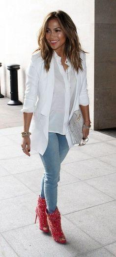 fabfashionfix: Celebrity spring street style — Jennifer Lopez in London - Street Fashion, Casual Style, Latest Fashion Trends - Street Style and Casual Fashion Trends Mode Chic, Mode Style, Style Me, J Lo Style, Look Fashion, Autumn Fashion, Womens Fashion, Fashion Trends, J Lo Fashion