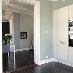 Bor her i helgen i den nydeligeste leiligheten på Grünerløkka Her er det… Wall Color, House, Wall Colors, Home, Interior, Mint Walls, Modern House, Home N Decor, Home Decor