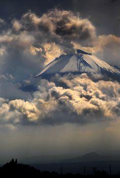 """""""Don Goyo"""". Volcán activo Popocatépetl desde la ciudad de Puebla. México."""