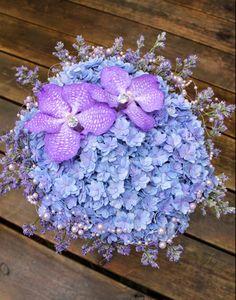 Bryllupsblomster Hydrangea, Hanukkah, Wreaths, Home Decor, Decoration Home, Door Wreaths, Room Decor, Hydrangeas, Deco Mesh Wreaths