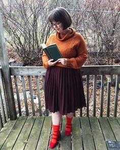 Cute Velma costume for adult. You'll love this Scooby Doo Halloween costumes for women, modest Halloween costumes for teens, and easy modest Halloween costumes that you can wear for work and for school. Modest Halloween Costumes, Last Minute Halloween Costumes, Creative Halloween Costumes, Cool Costumes, Adult Costumes, Costumes For Women, Costume Ideas, Spooky Halloween Cakes, Halloween Games Adults