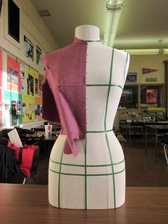 Beginning to Sew Modest Clothing Patterns – Recommendations from the Experts Fashion Mannequin, Dress Form Mannequin, Sewing Clothes, Diy Clothes, Clothing Patterns, Dress Patterns, Tailored Fashion, Vetement Fashion, Lace Leggings