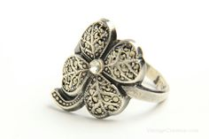 Sterling Silver Marcasite Art Deco Uncas Shamrock Ring - brought to you by VintageCravens