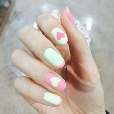[#유니스텔라트렌드] 인스타일과 함께하는 생손프로젝트의 비하인드 컷 공개합니다! 달달한 하트네일이에요 #unistella#gelnails #nailart #nails#nail#nailedit #heartnails  #lovenails ✔️유니스텔라 내의 모든 이미지를 사용하실때 사전 동의, 출처 꼭 밝혀주세요❤️