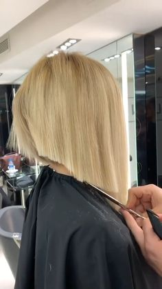 Short Blunt Hair, Funky Short Hair, Short Hairstyles For Thick Hair, Medium Bob Hairstyles, Boy Hairstyles, Female Hairstyles, Easy Hairstyle, Style Hairstyle, Medium Hair Styles