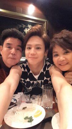 BEAST's Yang Yoseob, Picture With His Parents http://www.kpopstarz.com/articles/145573/20141203/beast-yang-yoseob-picture-with-his-parents.htm