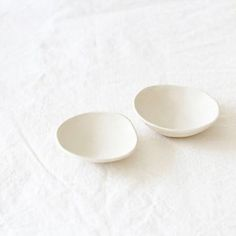 Handmade White Ceramic Small Dish by lookslikewhite on Etsy. Makes a pretty gift for Christmas! Perfect for jewelry, condiment bowls, olives etc. Comes in a small red and white bag. Ceramic Tableware, Ceramic Pottery, Pottery Art, Kitchenware, Cold Porcelain, White Porcelain, Vintage Shutters, Dish Sets, Diy Clay