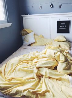 70 Bright Yellow Bedroom Decor Ideas - World Of Decor Dream Rooms, Dream Bedroom, Bedroom Yellow, Yellow Room Decor, Yellow Bedding, Yellow Bedspread, Bedroom Inspo, Bedroom Decor, Dressing Room Design