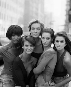 Naomi Campbell, Linda Evangelista, Tatjana Patitz, Christy Turlington and  Cindy Crawford in New York for British Vogue - Photo by Peter Lindbergh fe14f43b93b5