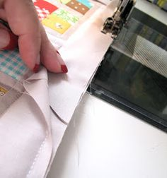 Check out how she finished the binding. Easiest way I've seen so far. Looks so clean. Great quilt binding tutorial.