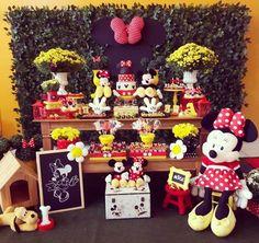 """44 curtidas, 6 comentários - Taci Decor (@tacidecor) no Instagram: """"Minnie para Alice!❤ Obrigada Mariana, pela confiança em nosso trabalho. . . Decoração: @tacidecor…"""" Sunflower Birthday Parties, Sunflower Party, First Birthday Parties, First Birthdays, Birthday Ideas, Red Minnie Mouse, Mickey Y Minnie, Mickey Birthday, Party Venues"""