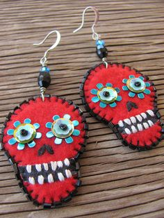 Skull Jewelry, Diy Jewelry, Beaded Jewelry, Skull Crafts, Bead Crafts, Felt Skull, Felt Necklace, Maila, Crochet Decoration
