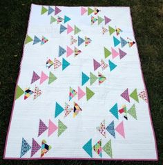 yet another flying geese variation. Modern Quilt Blocks, Modern Quilt Patterns, Scrappy Quilts, Mini Quilts, Quilting Projects, Quilting Designs, Quilt Design, Flying Geese Quilt, Fat Quarter Quilt