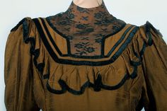 The idea of the collar of this Victorian Day Dress