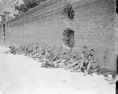Royal Highlanders resting at the foot of a wall. Arras, 14 June 1918. One of the lesser known problems of wearing a kilt in battle came with the introduction of mustard gas as a weapon. The gas was absorbed through the skin and produced large, painful blisters, especially on areas of soft or tender skin. Highlanders in kilts were extremely susceptible to the gas for obvious reasons.