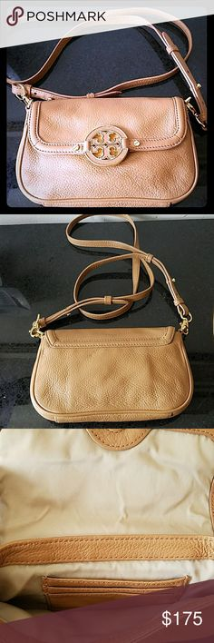 Tory Burch Crossbody EUC! Great vintage authentic Tory Burch crossbody. Great for vacationing or easy on the go. Comes with dust bag. Tory Burch Bags Crossbody Bags