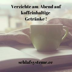 Es ist sinnvoll 4-6 Stunden vorm schlafengehen keine Getränke mit Koffein zu trinken. Auch Mate-Tee am Abend hält Sie wach, sogar länger als Kaffee. Das liegt daran, das der Tee seine Inhaltsstoffe langsam an den Körper abgibt und sich deshalb besser   als Kaffee für den länger andauernden Erhalt der Leistungsfähigkeit eignet.#schlafsystemeweisz #besserschlafen #matratze #matratzen #bett #schlafstudio #linzland #bettenfachgeschäft #boxspringbett Mate Tee, Tableware, Sleep Better, Mattresses, Kaffee, Drinking, Tips, Dinnerware, Tablewares