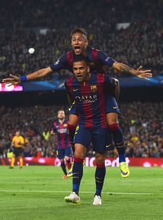 Neymar of Barcelona celebrates with Daniel Alves (front) as he scores their second goal during the UEFA Champions League Quarter Final second leg match between FC Barcelona and Paris Saint-Germain at Camp Nou on April 2015 in Barcelona, Catalonia. Neymar Pic, Messi And Neymar, Lionel Messi, Soccer Fans, Football Soccer, Football Players, Barcelona Futbol Club, Barcelona Football, Camp Nou