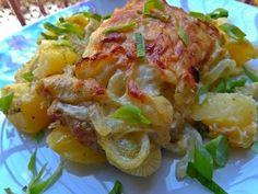 Tejszínes-hagymás rakott karaj Garlic Bread, Cabbage, Bacon, Food And Drink, Meat, Chicken, Vegetables, Cooking, Recipes