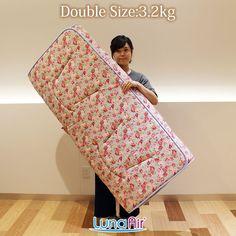 華やかな薔薇の柄で気分も良くなるダブルサイズ敷布団ルナエアー・ローゼス。 最低限の機能でシンプルタイプのルナエアーが薔薇を纏って登場! 重量なんと3.2kg超軽量!
