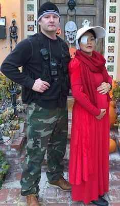 25 Genius Couples Halloween Costumes Attending Halloween celebrations with your other half? Then consider a couples Halloween costume. There are so many ideas that can involve the both of you. Pregnant Couple Halloween Costumes, Couples Halloween, Pregnant Halloween Costumes, Adult Costumes, Adult Halloween, Halloween Costume Ideas For Couples, Halloween Costume Makeup, Cheap Halloween, Halloween Parties