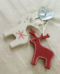 Love the Scandinavian look of these Reindeer Ornaments