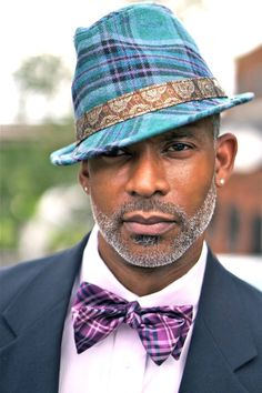 Black men are very stylish and conscious about their looks, that's why black men fashion clothing are designed with intensive care. Black Men Beards, Handsome Black Men, Sharp Dressed Man, Well Dressed Men, Wooly Bully, Men In Black, Beard Game, Cheap Mens Fashion, Womens Fashion