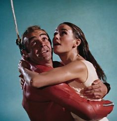 """mis actrices preferidas — Sean Connery-Claudine Auger """"Operación Trueno""""... Omega 007, Daniel Craig 007, Claudine Auger, 007 Spectre, Sean Connery, James Bond, Actresses"""
