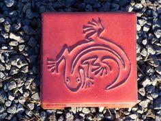 Motiv Pflasterstein Eidechse in rot, absolut frostfest - Gärten für Auge & Seele
