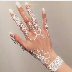 Unique and trendy White Henna Designs images are found on this article. White henna design give a fashionable look. Henna Tattoo Hand, Henna Tattoo Designs, Henna Tattoos, Henna Tattoo Muster, White Henna Tattoo, Wedding Henna Designs, Unique Mehndi Designs, Henna Body Art, Henna Designs Easy